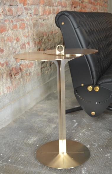 Feira de Milão mesa de apoio dourada