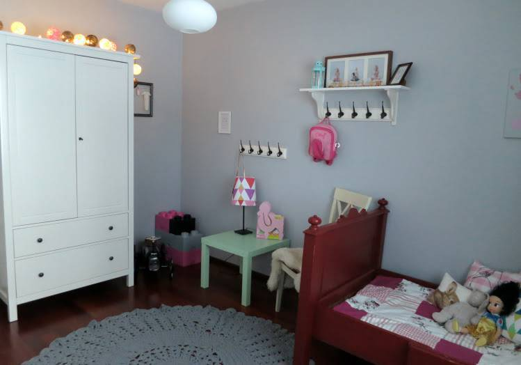 tapete de barbante croche no quarto infantil ambiente decorado circular cinza nórdico escandinavo