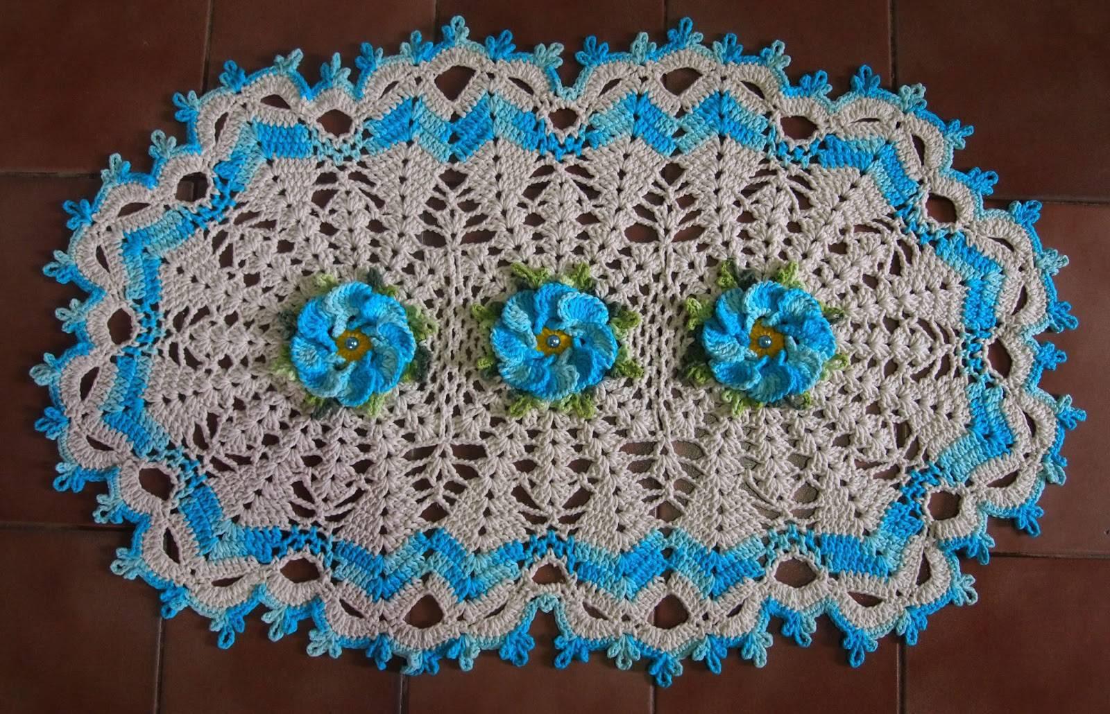 tapetes de barbante com flores azuis