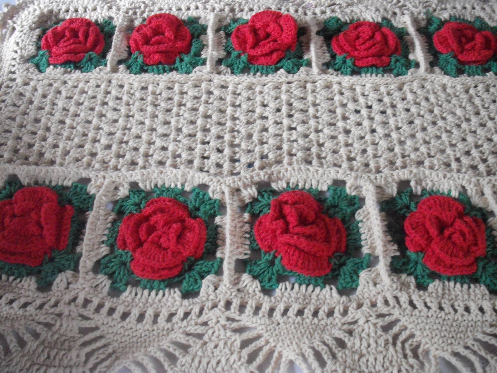 tapetes de barbante com flores vermelhas