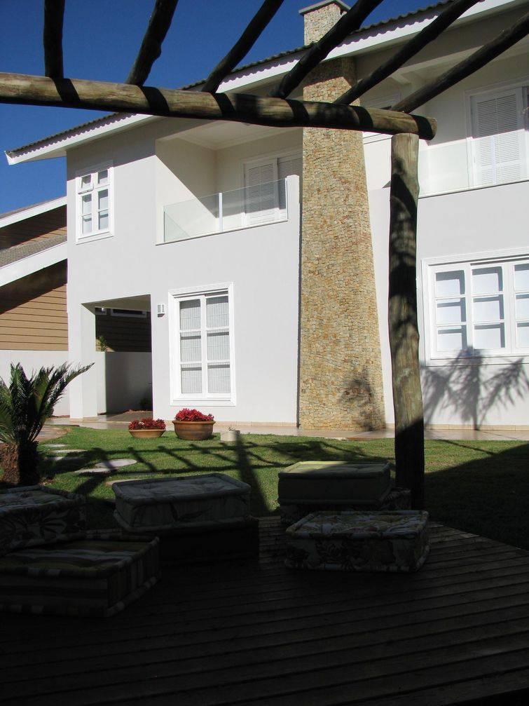 34665 Modelos de casa com área verde com pergolado adriana-beria