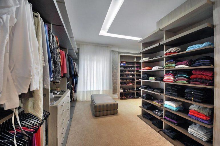 No mercado é possível encontrar diferentes modelos de closets