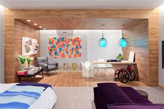 Sala de estar com quadros para sala coloridos Projeto de Juliana S