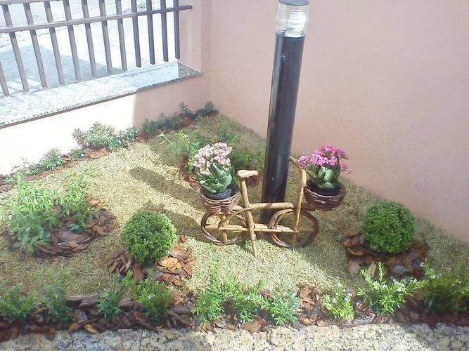 108482-jardim com bicicleta de madeira -cadeiras-jardins-viva-decora