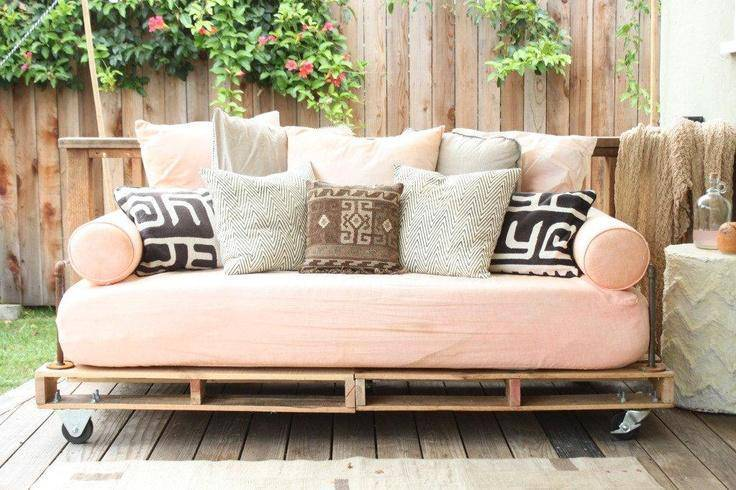 Sofá de Palete rosa claro