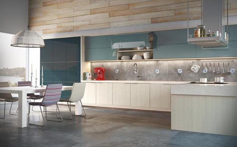 Cozinha colorida azul Projeto de Universo Decor