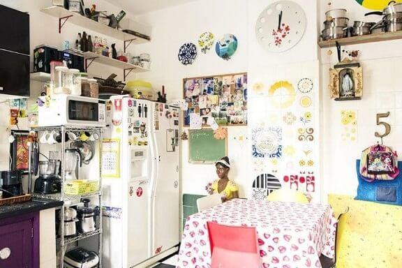 Cozinha colorida com azulejos divertidos Projeto de Casa Aberta