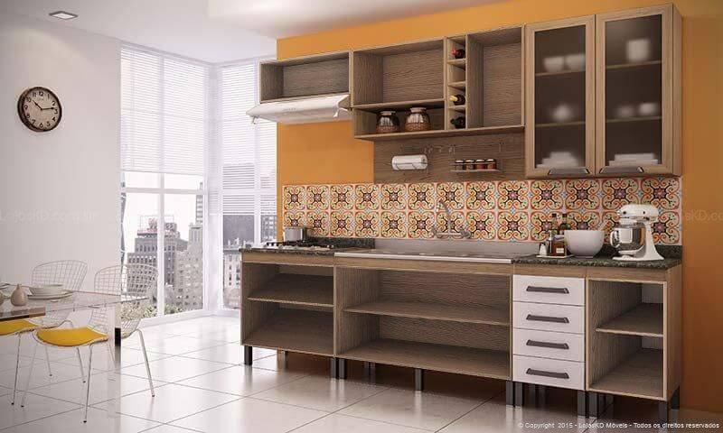 Cozinha colorida com parede laranja e azulejos Projeto de Lojas KD