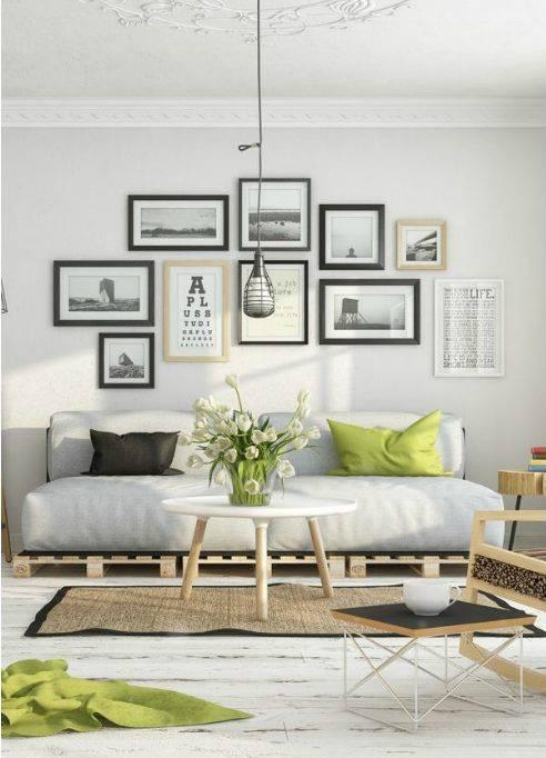 Sofá de palete em sala de estilo escandinavo