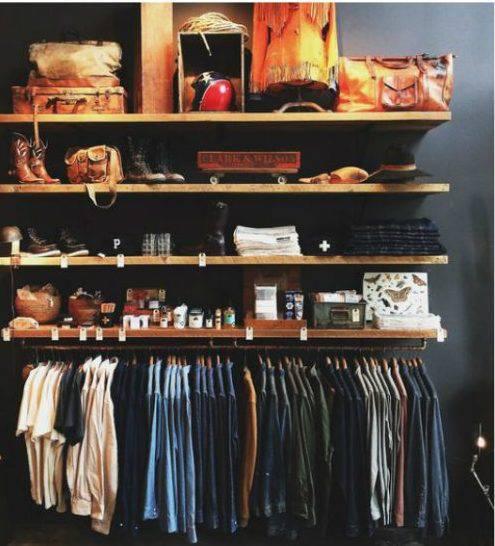 closet pequeno com prateleiras