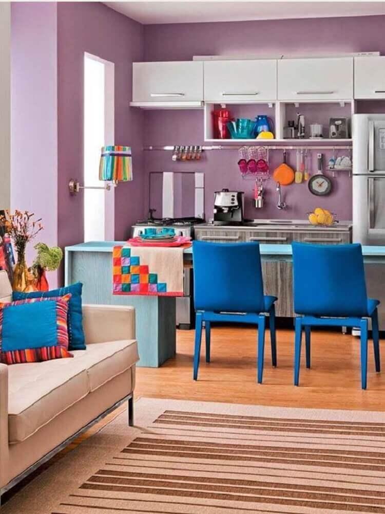 cozinha americana colorida de roxo e azul Foto Pinterest