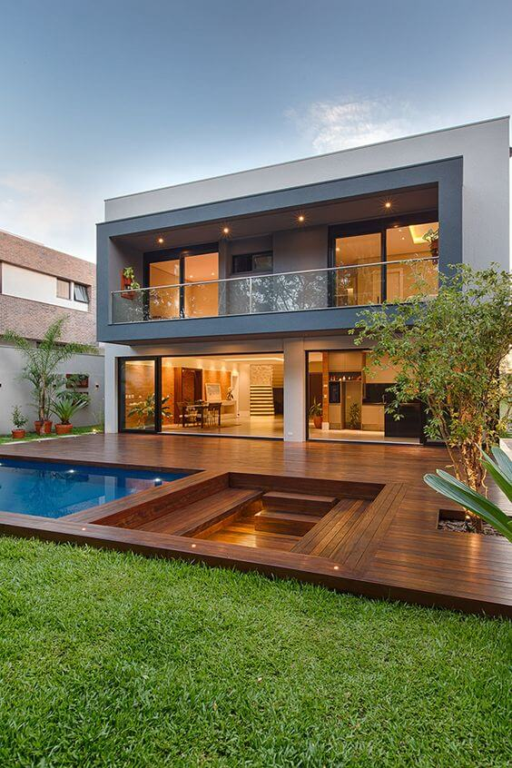 Fachadas modernas com piscina grande