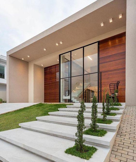 Fachadas modernas com plantas na decoração da entrada