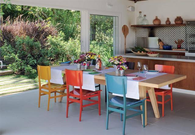 foto 9 Cozinha Colorida com cadeiras coloridas