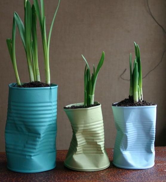 latas como vasos Decoração com Reciclagem