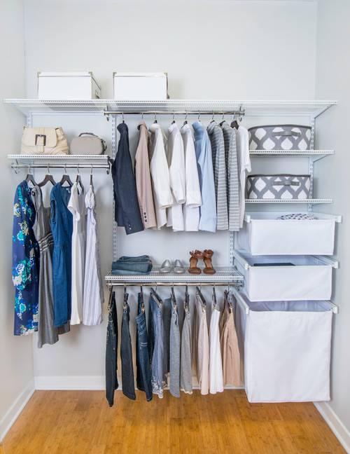 modern- closet pequeno com aramados