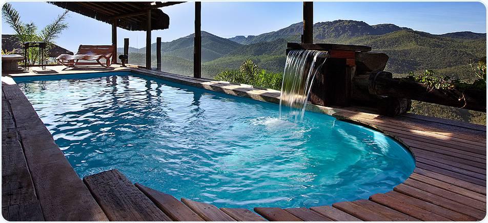 piscinas-de-fibra-com-deck-de-madeira