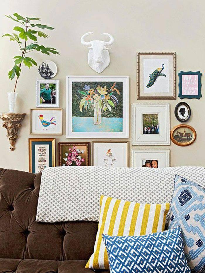 sofa_marrom comAlmofadas decorativas