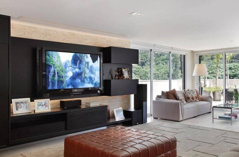 Sala De Estar Mais Tv ~ Painel de tv na cor preta é o destaque dessa sala decorada