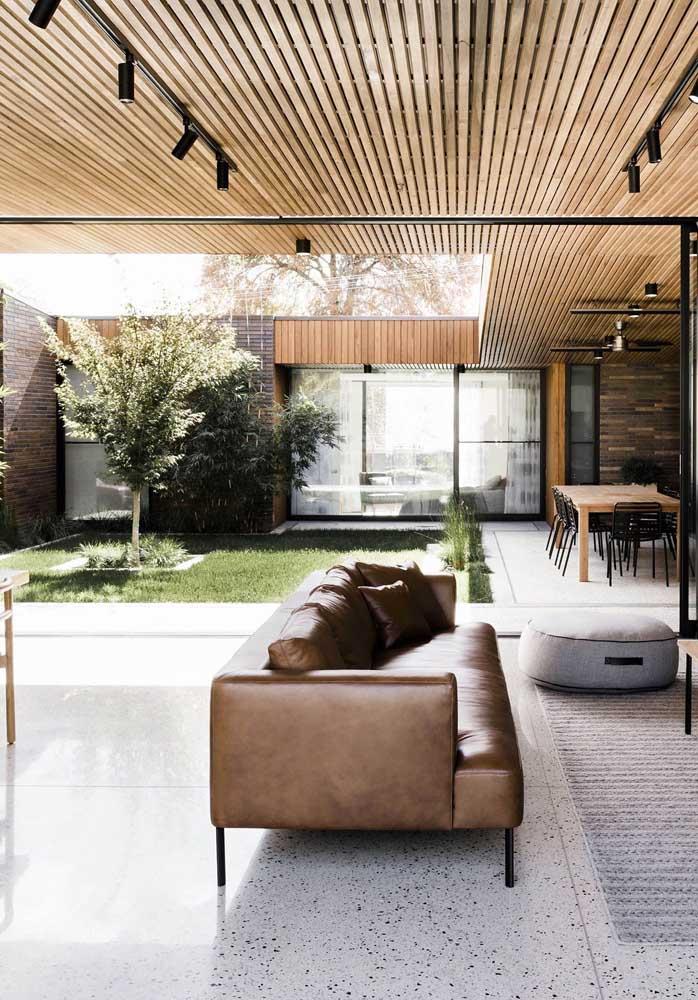 Jardim de inverno na sala de estar aberta