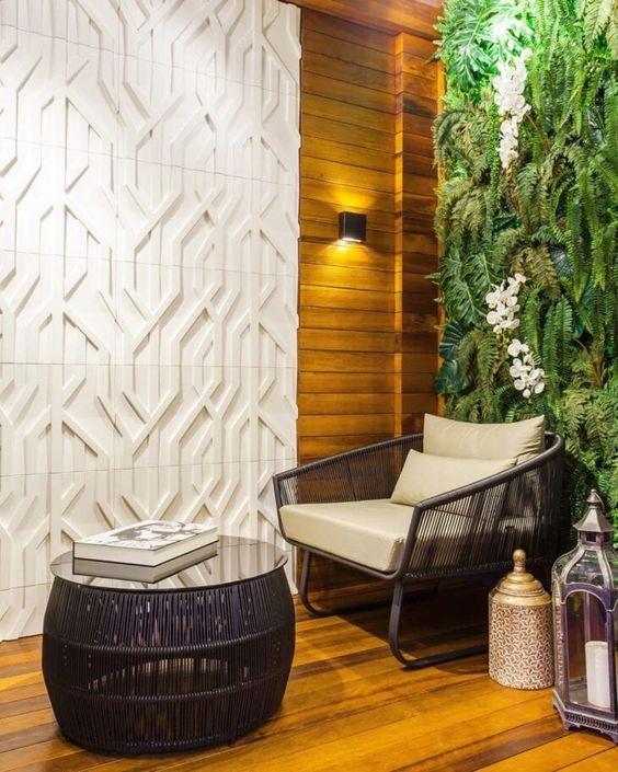 Jardim de inverno na sala com poltrona confortável