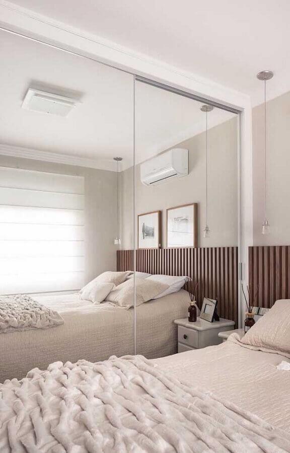 quarto de casal pequeno planejado com guarda roupa espelhado  Foto Pinterest