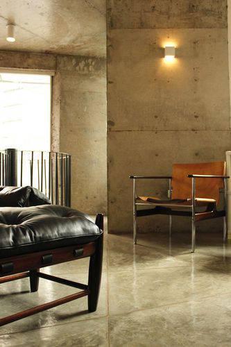 102907- sala de estar com piso de cimento queimado -odvo-viva-decora
