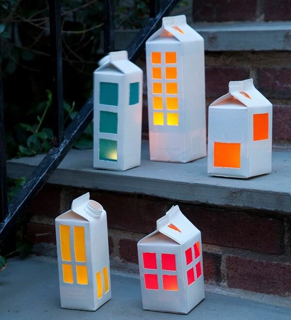 Artesanato com caixa de leite imita prédios