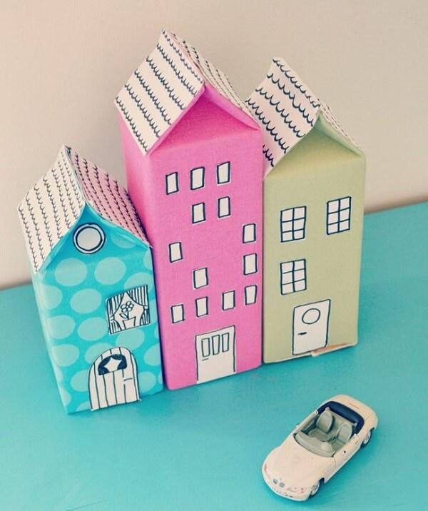 Artesanato com caixa de leite imitam prédios