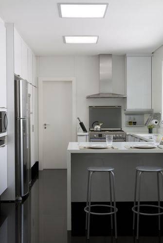 Cozinha compacta Projeto de Marcelo Rosset