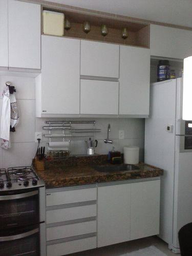 Cozinha compacta com bancada de granito Projeto de Cidma Madik Correia Dutra