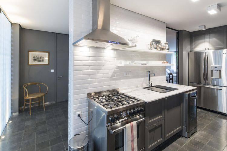 Cozinha pequena com um estilo industrial Projeto de Marcelino Martins
