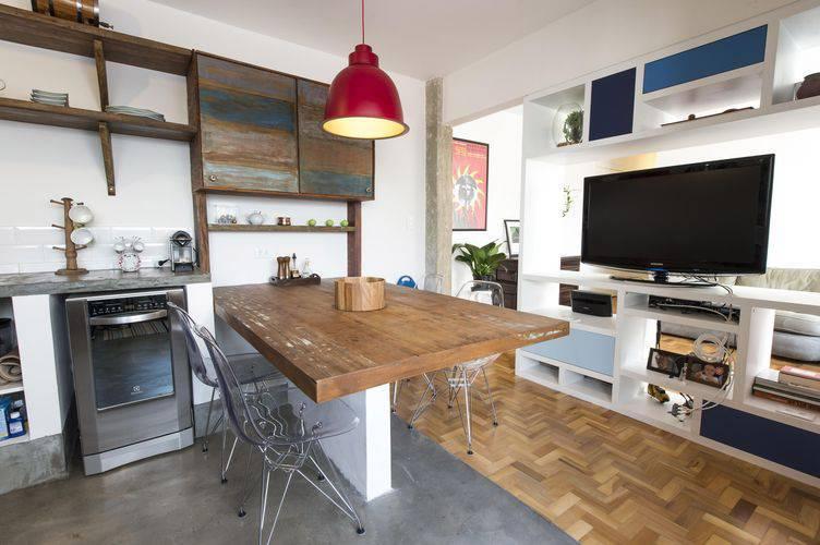 Cozinha compacta americana com TV Projeto de Carla Cuono