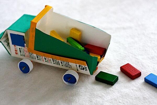 Artesanato-com-Caixa-de-Leite-caminhão-de-brinquedo