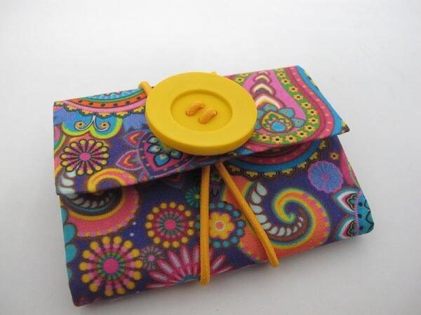 Mini carteira feita com caixa de leite