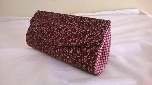 Mini carteira feita com caixa de leite e tecido estampado