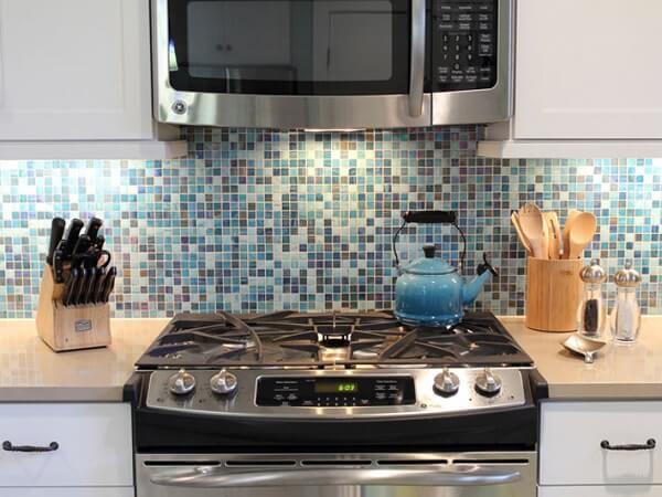 Pastilhas para cozinha com diferentes tons de azul