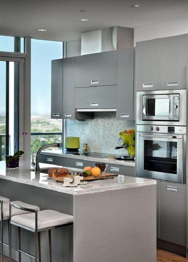 Pastilhas para cozinha na cor cinza em apartamento