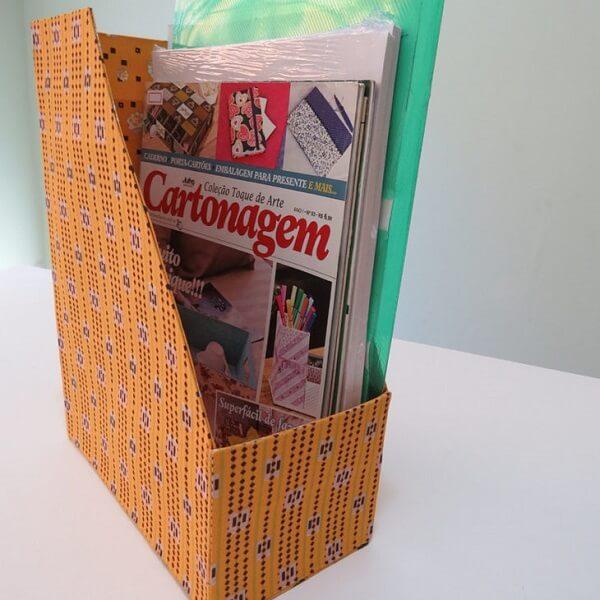 Revisteira feita com caixa de leite