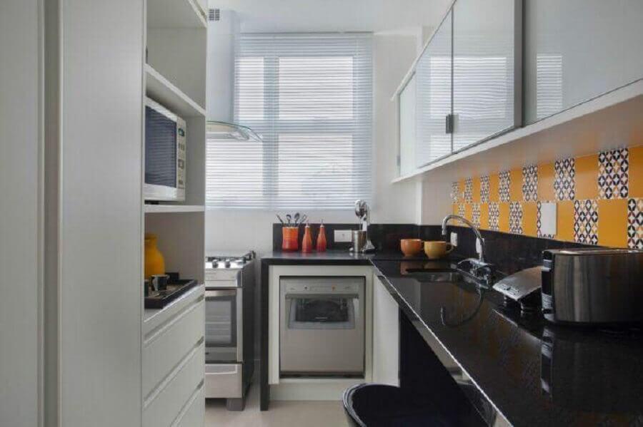armário de cozinha compacta com portas de correr