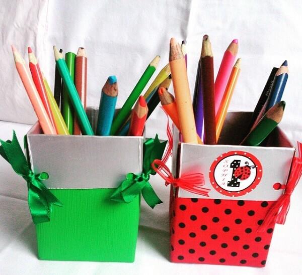 Forme lindos porta lápis de artesanato com caixa de leite