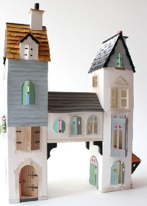 O artesanato com caixa de leite forma um incrível castelo com duas torres