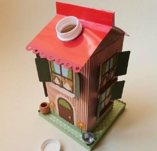 O artesanato com caixa de leite serve como cofrinhos