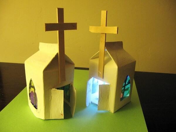 O artesanato com caixa de leite forma lindas igrejas