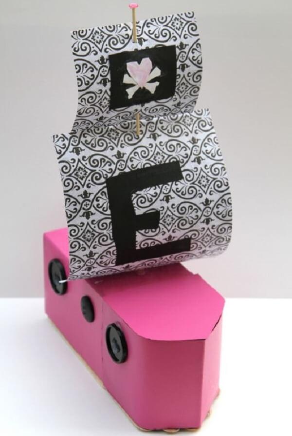 Barco simples feito com caixa de leite