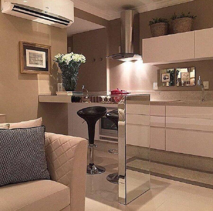 decoração para cozinha compacta com balcão espelhado