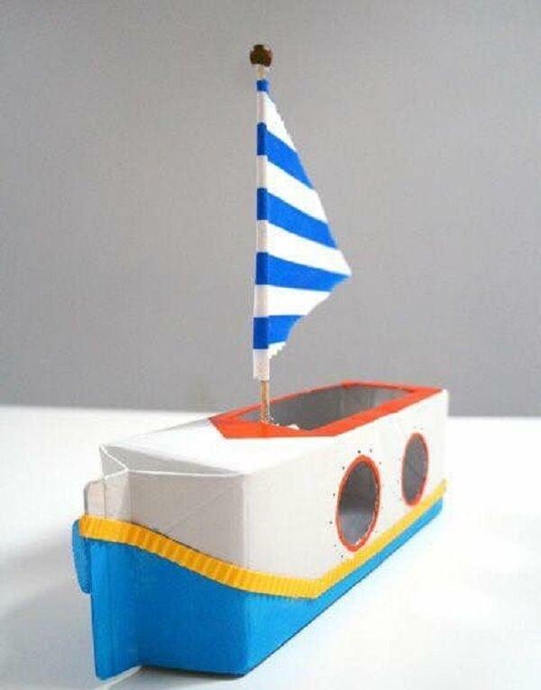 Barco criativo feito com caixa de leite