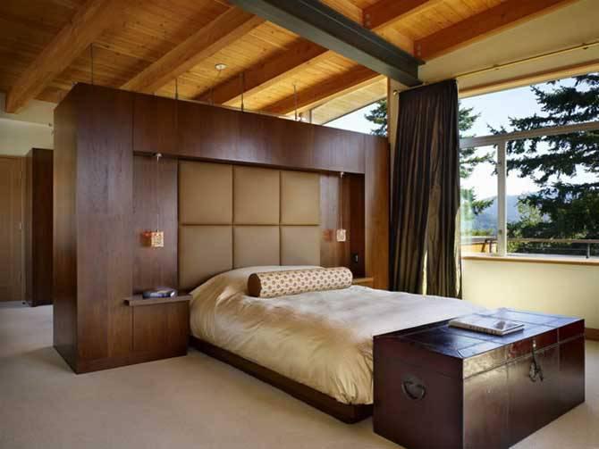 interior de um quarto de casas de madeira