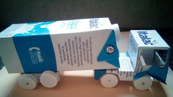 Construa um caminhão com caixa de leite