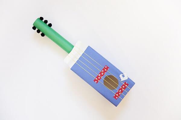 Instrumento criado a partir de uma caixa de leite